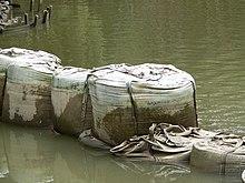 Big bags utilizzati per costruire una diga provvisoria in Germania