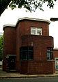 Brabeckstraße 86, Einfahrt, Blick seitlich auf das nördliche Torhaus.jpg