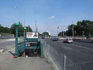Briarwood (IND Queens Boulevard Line) - Former northern stair, demolished in 2011