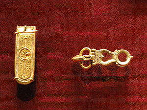 Medieval jewelry - Gold belt end and buckle, c. 600, Avar version of Byzantine style