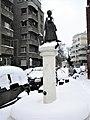 Bucuresti, Romania. BISERICA ANGLICANA (B-II-m-A-19833) (Statuie in fata Bisericii Anglicane).jpg