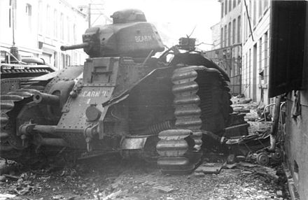 A destroyed French heavy Char B1 in Beaumont Bundesarchiv Bild 101I-125-0277-09, Im Westen, zerstorter franzosischer Panzer Char B1.jpg