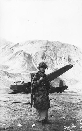 FG 42 - The FG 42 was used by paratroopers of the Fallschirmjägerlehrbattalion (Paratroopers' Instructional Battalion) to try out new equipment during the raid to free Benito Mussolini in September 1943.
