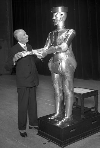 "W. H. Richards with ""George"", 1932 Bundesarchiv Bild 102-13018, Maschinenmensch ""Robot"".jpg"