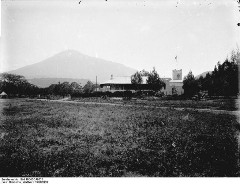 File:Bundesarchiv Bild 105-DOA0525, Deutsch-Ostafrika, Aruscha, Boma.jpg