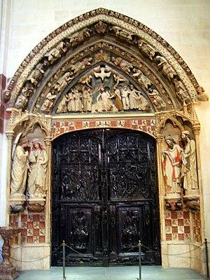 Coat of arms of Castile and León - Image: Burgos Catedral 003 Puerta del claustro alto