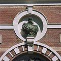 Buste van prins Hendrik de Zeevaarder in gevel - Leiden - 20363780 - RCE.jpg