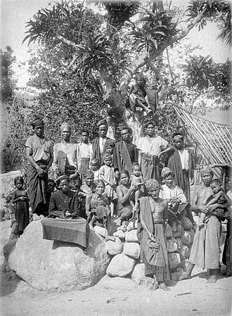 Toba Batak people - A group of Toba people, circa 1914-1919.
