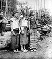 COLLECTIE TROPENMUSEUM Punan meisjes uit de Bo-streek Borneo TMnr 10005586.jpg