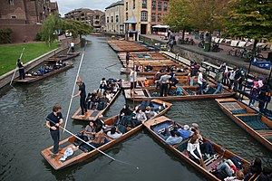 Punt (boat) - Punts and passengers in Cambridge, UK