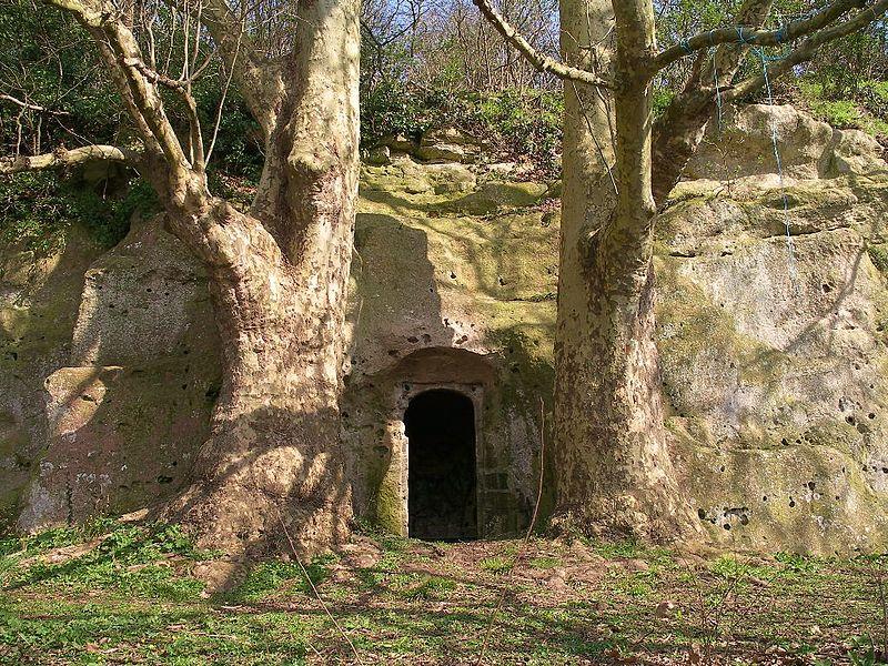 Chambre troglodyte au camp romain de la Burette à Banville (Calvados)