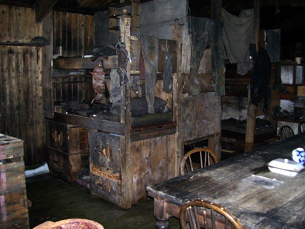 File Cape Evans Inside Scott S Hut Jpg Wikimedia Commons