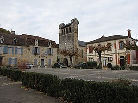 The town hall and church in Castelfranc
