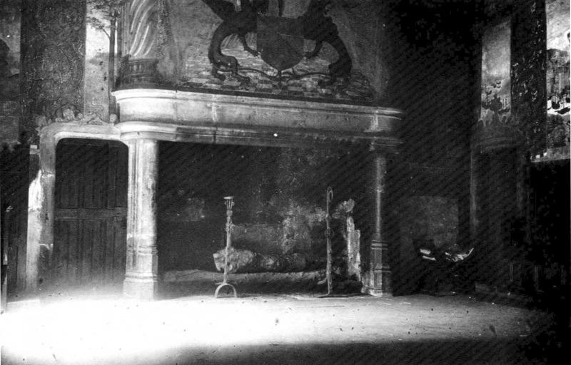"File:Castello d'Issogne, camino della ""salle basse"", fig 100 bis foto nigra.tif"