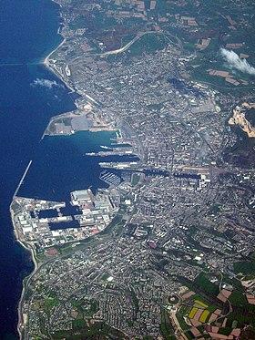 Vue aérienne de l'agglomération cherbourgeoise en mai 2006