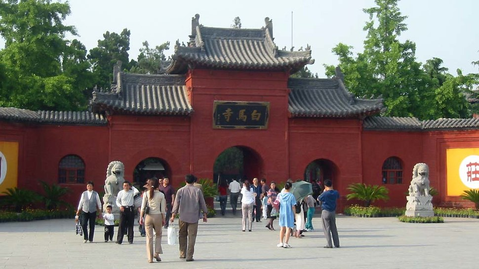 China-henan-luoyang-white-horse-temple-entrance-20040506