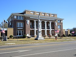 Clarke County Courthouse and Confederate monument in Quitman