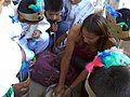 Clase de artes plásticas con niños de Ayahualulco, Veracruz, México 04.jpg