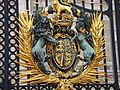 Close-up of coat of arms detail on Buckingham Palace entrance gates - geograph.org.uk - 1380251.jpg