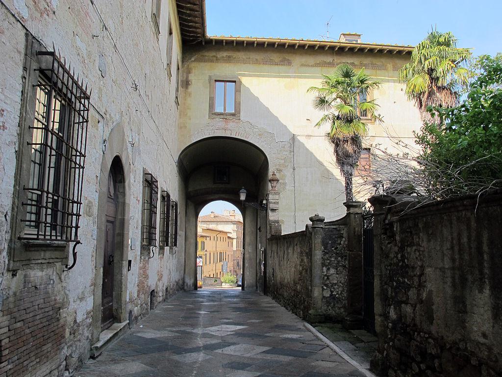 Colle, Palazzo Campana, l'Arco