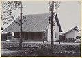 Collectie NMvWereldculturen, RV-A440-dd-114, foto, 'Warong met woonhuis in de werklieden-kampong Pengok bij de C.W. te Yogyakarta', fotograaf onbekend, 1924-1932.jpg