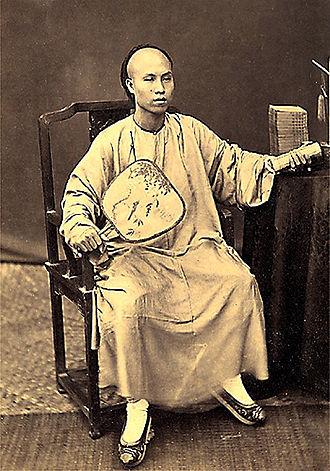 Hoa people - Hoa merchant in Hanoi (1885, photography by Charles-Édouard Hocquard)
