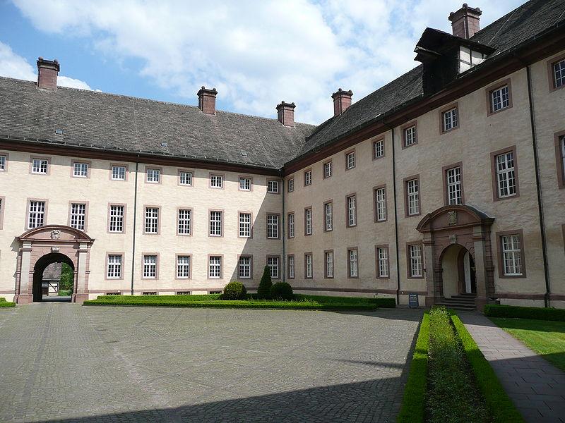 Datei:Corvey Innenhof.JPG