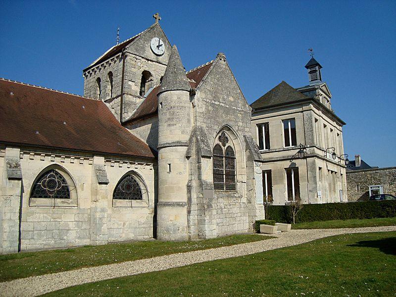 Eglise de Coyolles, Aisne, France. (à droite, la Mairie)