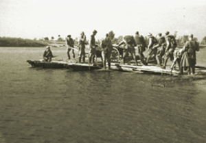 Battle of the Dnieper - Soviet soldiers crossing the Dnieper on improvised rafts
