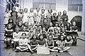 Csoportkép 1947-ben a Kazinczy utcai zsinagógánál. Fortepan 104639.jpg