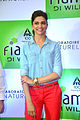 Deepika promotes 'Cocktail' at Reliance store 04.jpg