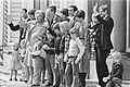 Defile Soestdijk Koninklijke familie op bordes, Bestanddeelnr 929-1549.jpg