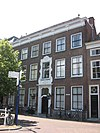 foto van Patriciershuis met lijstgevel ter breedte van zes vensterassen