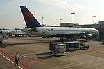 Delta N548US Boeing 757-200 (40633697202).jpg