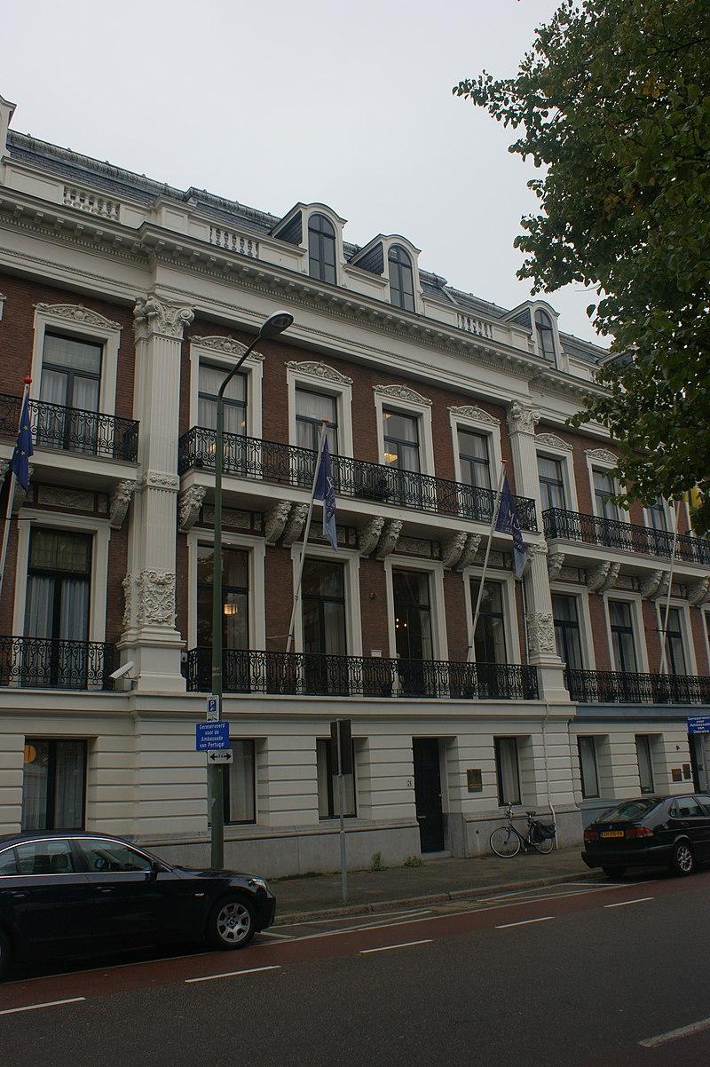 Statig woonhuis van harmonische architectuur in 39 s gravenhage monument - Expressionistische architectuur ...