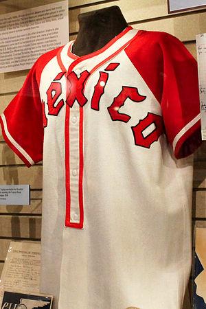 Diablos Rojos del México - Image: Diablos Rojos del Mexico jersey in Hall of Fame 2014