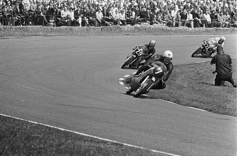 File:Dieter Braun (7), Cees van Dongen (29) en Kent Andersson (23) in de 125cc in act, Bestanddeelnr 922-5834.jpg