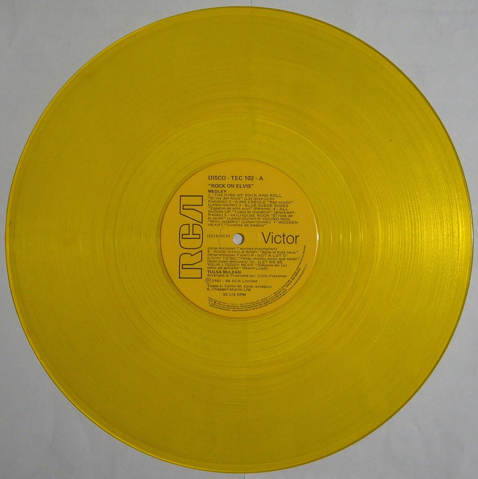 Disco de vinilo de color amarillo