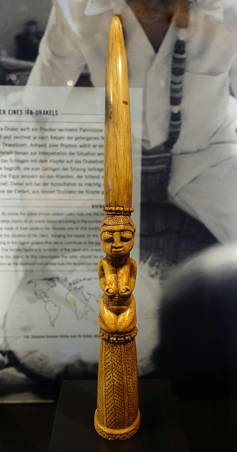 Divination tapper, Yoruba, Nigeria, 1800s, ivory - Rautenstrauch-Joest-Museum - DSC00262