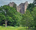 Doune Castle Through Trees - panoramio.jpg