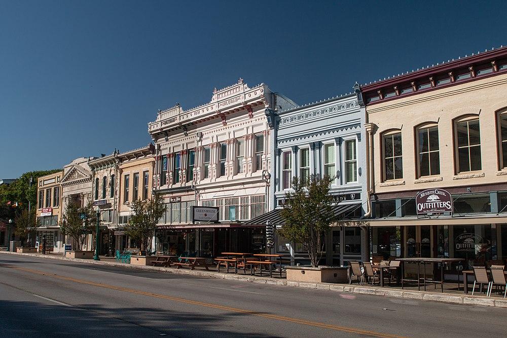 The population density of Georgetown in Texas is 336.82 people per square kilometer (872.29 / sq mi)