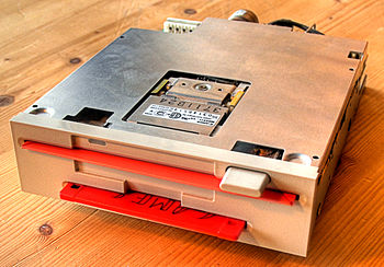 English: Dual disk drive (Combo Floppy drive) ...