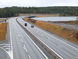 Andelva - E6 crosses Andelva just after the river starts at Hurdalssjøen