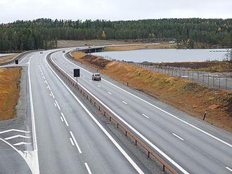 Andelva - E6 crosses Andelva just after the river starts at Hurdalssjøen