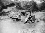 ETH-BIB-Lieferwagen im Fluss-Kilimanjaroflug 1929-30-LBS MH02-07-0290.tif