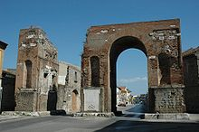 Photo of a Roman triumphal arch