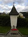 Eisenerzer Friedhof - Grabstein für 128 ermordete Flüchtlinge.jpg