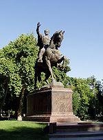 Statue de Tamerlan dans le square Amir Timur à Tachkent.