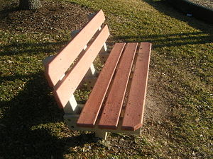 English: An empty bench in a Houston park