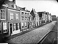 ErfgoedLeiden LEI001015295 Papengracht in Leiden met het Van Brouchovenhofje.jpeg